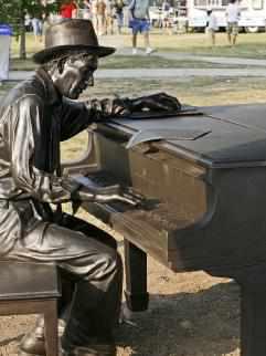 BuffaLouie's - Hoagy Carmichael Sculpture